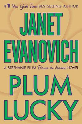 Plum Lucky: A Stephanie Plum Between-the-Numbers Novel, Evanovich, Janet