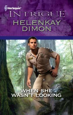 When She Wasn't Looking (Harlequin Intrigue Series), HelenKay Dimon