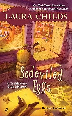 Bedeviled Eggs (A Cackleberry Club Mystery), Laura Childs