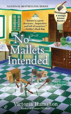 No Mallets Intended (A Vintage Kitchen Mystery), Victoria Hamilton